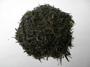 山と清流に恵まれた大自然の中で育った「たつやま」は、茶葉の香りを活かすため浅蒸しで蒸されます。